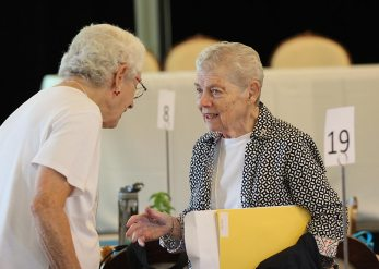Sisters Joan Kirkpatrick and Cathy Buster catch up.