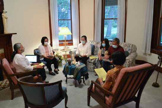 Sisters who have helped Leslie with her discernment process and Leslie's family members meet for prayer before the ceremony. From front right clockwise, Sisters Editha Ben, Joni Luna, My Huong Pham, Leslie Dao and Lan and Phong Dao