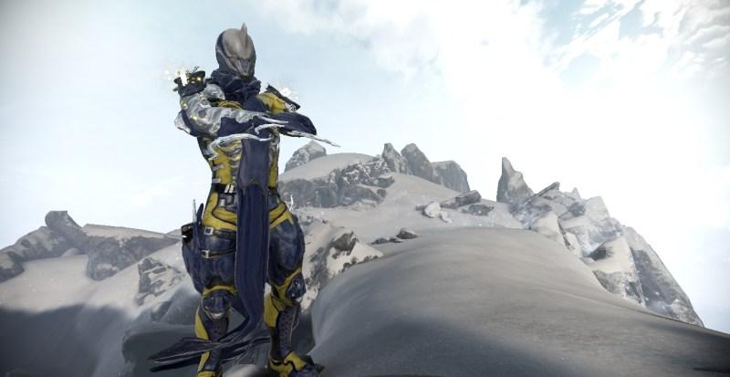 Excalibur Umbra, like all frames, can use various skins as well. I really like the Proto Skin alongside Umbra.