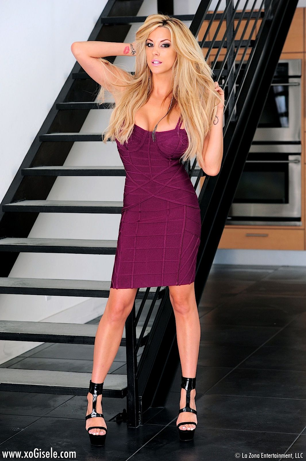 Gisele Is Stunning In Figure Hugging Dress Spunky Babes
