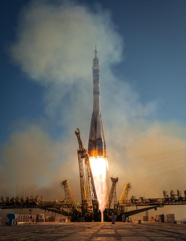 El cohete de la Soyuz TMA-11M despega con la Expedición 38, el Comandante de la Soyuz Mikhail Tyurin de Roscosmos, el ingeniero de vuelo Rick Mastracchio de la NASA y el Ingeniero de Vuelo Koichi Wakata de la Agencia de Exploración Aeroespacial de Japón el Jueves, 07 de noviembre 2013, desde el Cosmódromo de Baikonur, en Kazajstán. Tyurin, Mastracchio y, Wakata pasarán los próximos seis meses a bordo de la Estación Espacial Internacional. Crédito de la imagen: (NASA / Bill Ingalls)