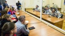 201409250041HQ Expedición 41 conformada por el ingeniero de vuelo Barry Wilmore de la NASA, a la izquierda, el Comandante Soyuz Alexander Samokutyaev de la Agencia Espacial Federal Rusa (Roscosmos), centro, y la ingeniero de vuelo Elena Serova de Roscosmos, a la derecha, hablan con miembros de su familia después de tener adaptada la presón de sus trajes rusos Sokol en preparación para su lanzamiento a bordo de la nave espacial Soyuz TMA-14M en jueves, 25 de septiembre 2014 en el Cosmódromo de Baikonur en Baikonur, Kazajistán. Créditos de imagen: NASA/Victor Zelentsov.