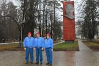 (11 de noviembre de 2014) --- Con la efigie de Vladimir Lenin de fondo, la tripulación de la Expedición 42/43 posa para fotos 11 el noviembre en el Centro de Entrenamiento de Cosmonautas Gagarin en Ciudad de Las Estrellas, Rusia, antes de abordar un vuelo con destino a el Cosmódromo de Baikonur en Kazajstán para su formación previa al lanzamiento final. De izquierda a derecha Terry Virts de la NASA, Anton Shkaplerov de la Agencia Espacial Federal Rusa (Roscosmos) y Samantha Cristoforetti de la Agencia Espacial Europea, que se lanzará el 24 de noviembre desde el cosmódromo kazajo de tiempo en su nave espacial Soyuz TMA-15M para una cinco y medio meses una misión en la Estación Espacial Internacional. Crédito de la imagen: NASA / Stephanie Stoll.
