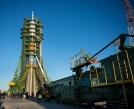 (21 de noviembre de 2014) --- La nave espacial Soyuz TMA-15M después de que los brazos de pórtico y umbilicares inferiores se han cerrado para fijar el cohete en la plataforma de lanzamiento el viernes, 21 de noviembre de 2014 en el cosmódromo de Baikonur, Kazajstán. Crédito de la imagen: NASA / Aubrey Gemignani.