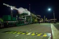(21 de noviembre de 2014) --- La nave espacial Soyuz TMA-15M es llevada a la plataforma de lanzamiento en tren el viernes, 21 de noviembre de 2014 en el cosmódromo de Baikonur, Kazajstán. Crédito de la imagen: NASA / Aubrey Gemignani.