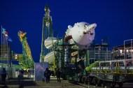 (21 de noviembre de 2014) --- La nave espacial Soyuz TMA-15M es llevada a la plataforma de lanzamiento en tren el viernes, 21 de noviembre 2014 en el cosmódromo de Baikonur, Kazajstán. Crédito de la imagen: NASA / Aubrey Gemignani.