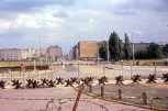 Perspectiva de más despejada Potsdamer Platz. Uno de los lugares más céntricos de Berlín en la década de 1920 y 1930. Leipzigerstrasse está en el fondo. Berlín, RFA, 20 de agosto de 1963. Foto: Roger Wollstadt/Flickr.