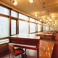 Uno de los 13 restaurantes que había en el interior del palacio. Foto: Thorsten Klapsch/Edition Panorama.