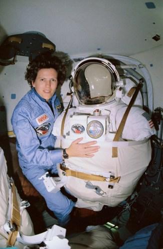 Kathryn D. Sullivan fue la primera astronauta estadounidense en visitar el espacio abierto. Foto: © NASA.