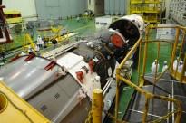 20 de marzo de 2015: El módulo orbital es preparado para su integración en el escudo térmico. Foto: S.P. Korolev/RSC Energia.