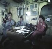 La tripulación de la Soyuz TM-12 entrenando en un simulador de la Estación MIR. Foto: Space Facts.