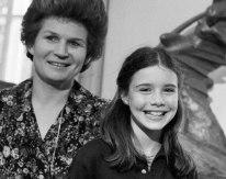 Samantha Smith junto a Valentina Tereshkova, Moscú, Unión Soviética, 07 de julio de 1983. Foto: Vladimir Zavyalov / ITAR-TASS.