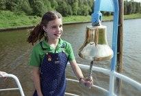 Samantha Smith durante un paseo en bote por el Río Moskova, Moscú, Unión SOviética. Foto: Alexander Yakovlev / ITAR-TASS.