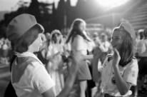 Samantha Smith en el Campamento de Pioneros Artek, junto a la Organización de Pioneros Vladimir Lenin, Crimea, Unión Soviética, 14 de julio de 1983. Foto: RIA Novosti / Yuri Abramochkin.