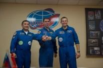 """1 de septiembre de 2015: Los tripulantes de la """"Soyuz TMA-18M"""" participan en una conferencia de prensa previa al vuelo que tendrá lugar al día siguiente. Foto: S. Corvaja / Agencia Espacial Europea (ESA)."""