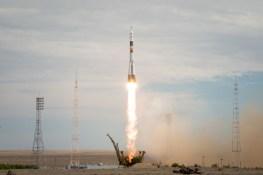 2 de spetiembre de 2015: Lanzamiento de la nave Soyuz TMA-18M desde el cosmódromo de Baikonur en Kazajstán, llevando a la Expedición 45 a la orbita terrestre para comenzar su misión en la estación Espacial Internacional. Crédito de la imagen: S.P. Korolev/RSC Energia.