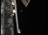 Nave Soyuz TMA-18M vista desde la EEI aproximándose. Foto: NASA TV.