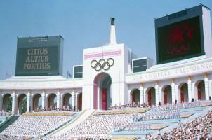 Ceremonia de apertura de los Juegos Olímpicos de Los Ángeles 1984, Los Angeles Memorial Coliseum, Los Ángeles, Estados Unidos, 28 de julio de 1984. Foto: Wikimedia Commons.