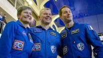 24 de Octubre de 2016: Los miembros de la Expedición 50, posan ante las cámaras, durante al inicio de dos días de exámenes para calificaciones finales. Crédito de la imagen: NASA / Bill Ingalls.