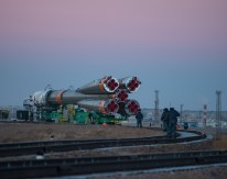 14 de Noviembre de 2016: El cohete con la nave espacial Soyuz MS-03 es llevado en tren, rumbo a la plataforma de lanzamiento en el Cosmódromo de Baikonur en Kazajstán. Crédito de la imagen: NASA / Bill Ingalls.