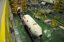 09 de Noviembre de 2016: La nave Soyuz MS-03 durante la colocación del Escudo térmico. Foto: S.P. Korolev/RSC Energia.