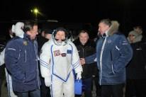 17 de Noviembre de 2016: Los miembros de la Expedición 50 junto a miembros de la Comisión Estatal, antes de abordar la nave espacial Soyuz MS-03. Foto: S.P. Korolev/RSC Energia.