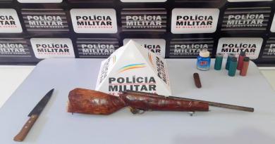 Dois homens são presos com faca é espingarda após briga de bar em João Pinheiro