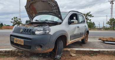 Motorista capota veículo com reboque na MG-181 próximo ao Presídio de João Pinheiro