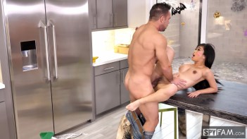 TrickedAndTreated-StepbroInDisguiseCreampiesStepsis_SPF-22