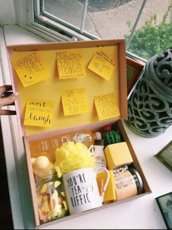 cute-yellow-things-gifting