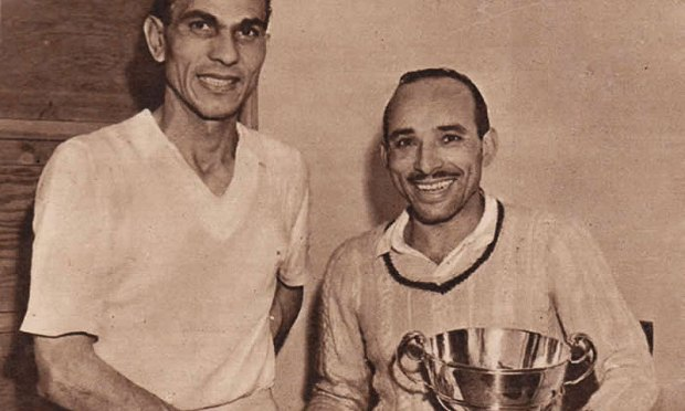 Hashim Khan (right) shakes hands with Mahmoud Karim after winning his first British Open in 1951.