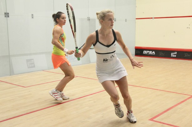 Emma Beddoes chases the ball against Jenny Duncalf