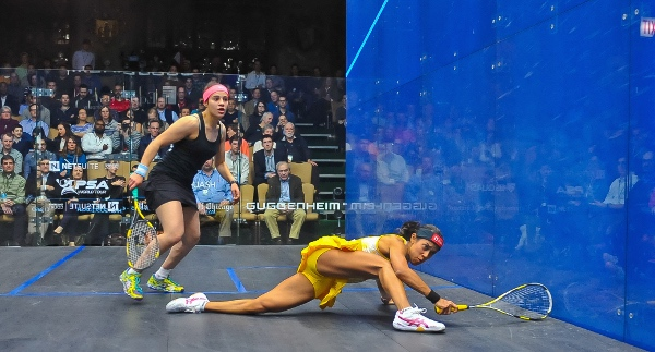 Nicole David at full stretch against Heba El Torky