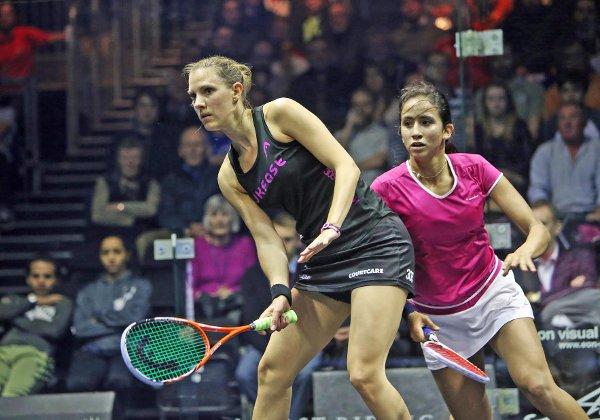 Laura Massaro dominates the middle of the court against Nouran Gohar
