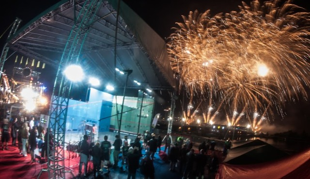 Fireworks behind the court as Piotr goes for the record