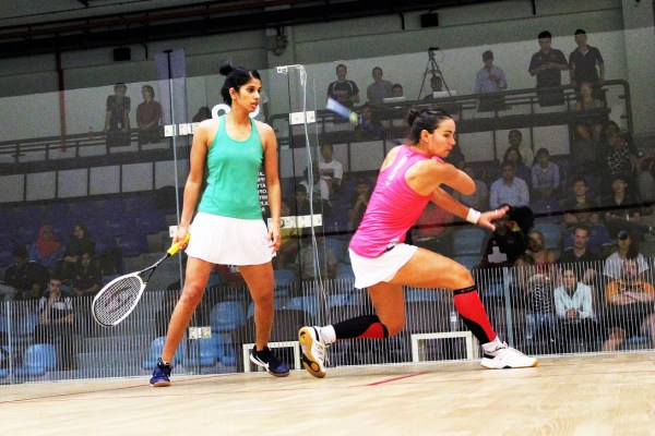 Jenny (r) lost out to Joshna Chinappa (l) in straight games