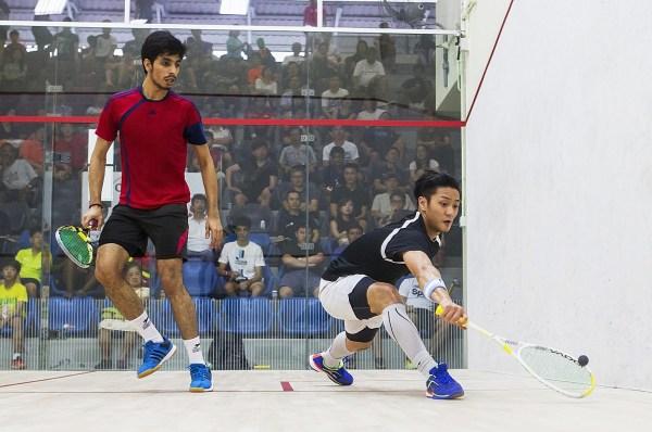Elvinn Keo (right) halts the run of fellow Malaysian Gurshan Singh in the semis