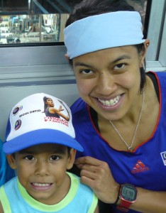 (Nicol David pictured with a devoted young fan during the recent WSF Ambassador Programme visit to Venezuela)
