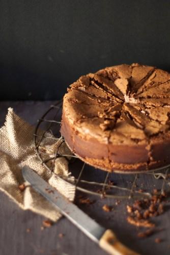 FLOURLESS HAZELNUT CHOC CAKE