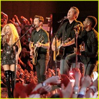 the-voice-judges-finale-performance-with-a-little-help-from-my-friends