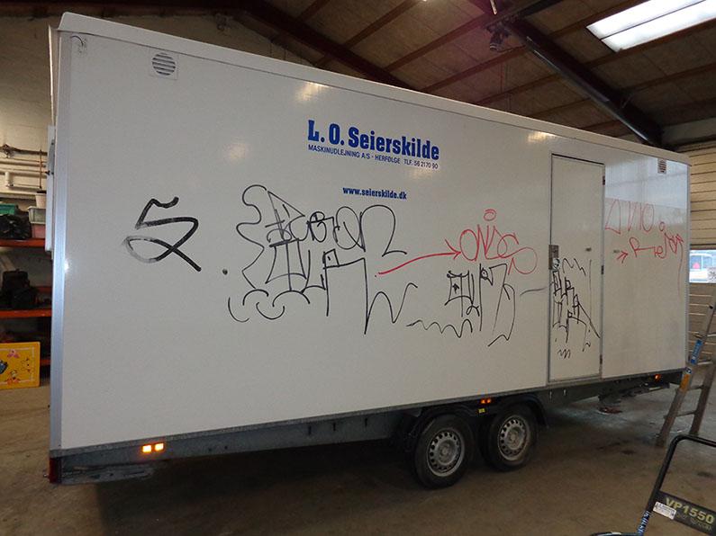 Trailer med anti graffiti (Før)