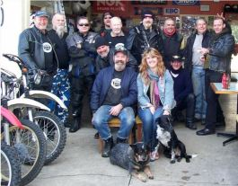 The SR500 Club gang with Andy & Paula Brebner.