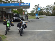 Fuelled and ready to go! John's KL250 and Drew's SR500 at Detention River Road House.