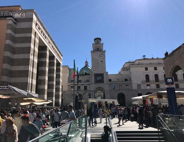 Piazza della Vittoria è uno dei luoghi da visitare quando si va a vedere Brescia in un giorno