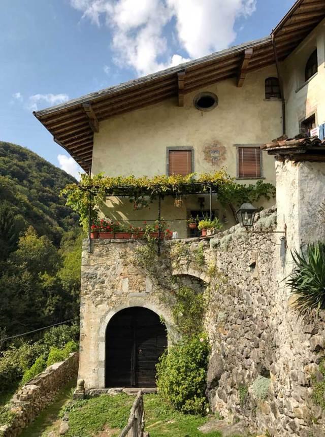In Valle Brembana c'è Cornello dei Tasso, uno dei borghi più belli d'Italia