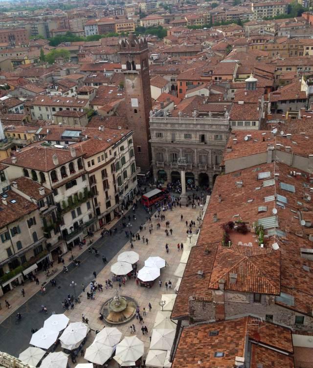 Cosa vedere a Verona? Al 4° posto la fantastica vista dalla Torre dei Lamberti che domina la città