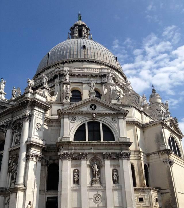 Santa Maria della Salute è un emblema di Venezia e dell'eleganza artistica della città