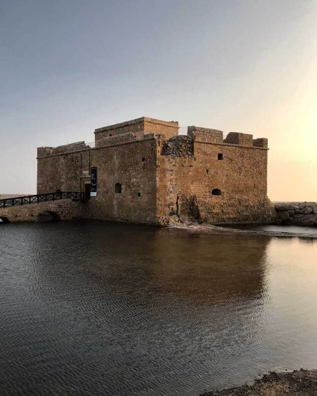 Il Castello di Pafos sul mare è uno dei posti più belli della città cipriota