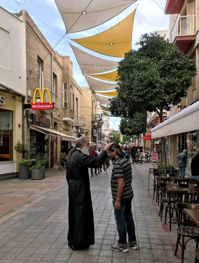 Via Ledras è il cuore di Nicosia, dove trovare negozietti e ristoranti di ogni tipo