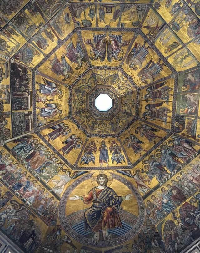 Il Battistero e i suoi mosaici d'oro sono uno dei 15 luoghi da vedere e fotografare a Firenze.